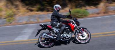 Cómo tomar una curva en moto